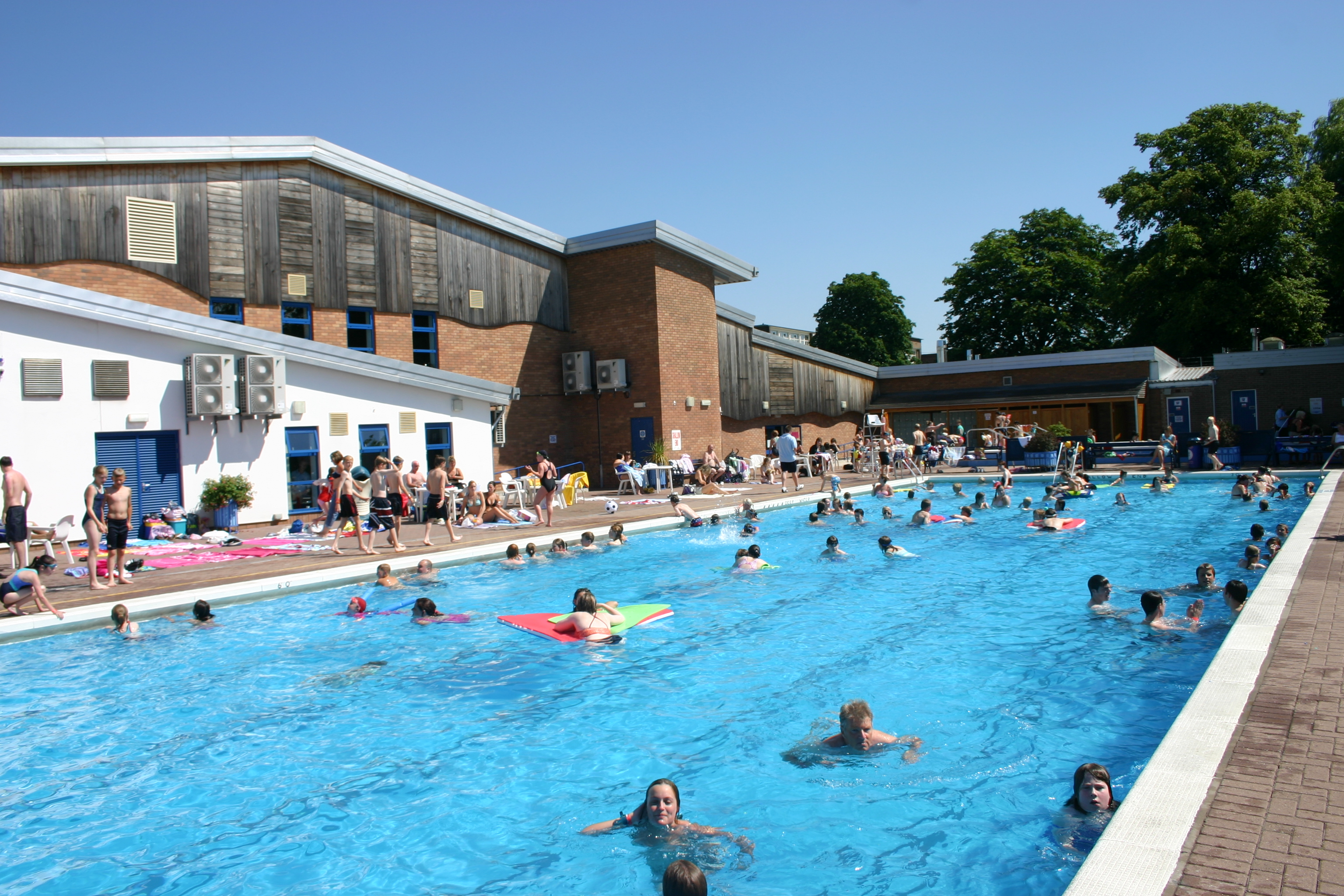 outdoor pool at hood park leisure centre north west leicestershire district council